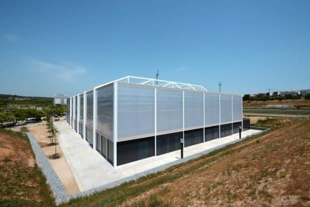 La maire de Sant Cugat visite le nouveau complexe sportif de La Guinardera